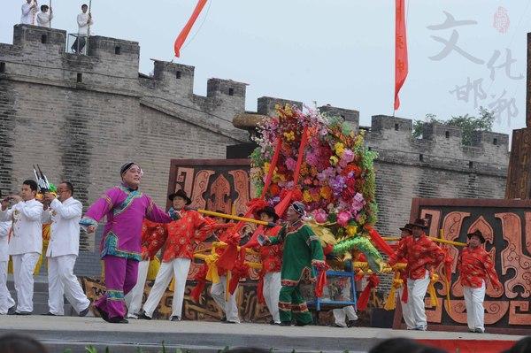 永年抬花桌参加首届中国吹歌节开幕式演出v.jpg